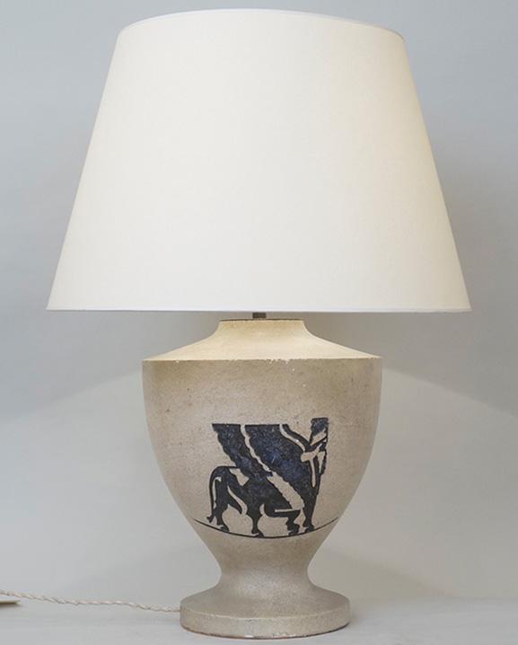 L 244 – Lampe en pierre  Haut : 64 cm / 25.2 in.