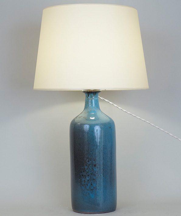 L 377- Lampe bleue   Haut : 56 cm / 22 in.
