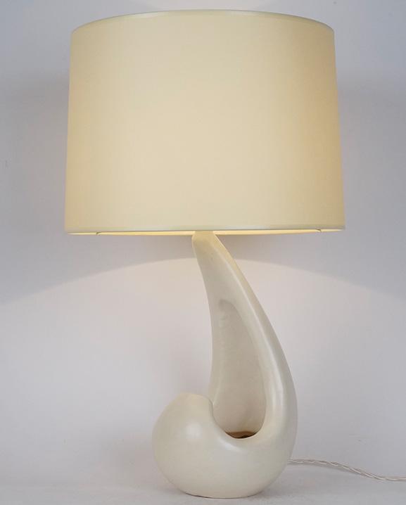 L 442 – Lampe blanche  Haut : 53 cm / 20.9 in.