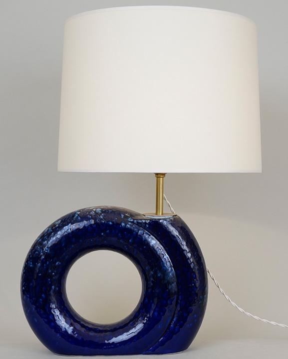 L 477 – Lampe bleue  Haut : 52 cm / 20.5 in.