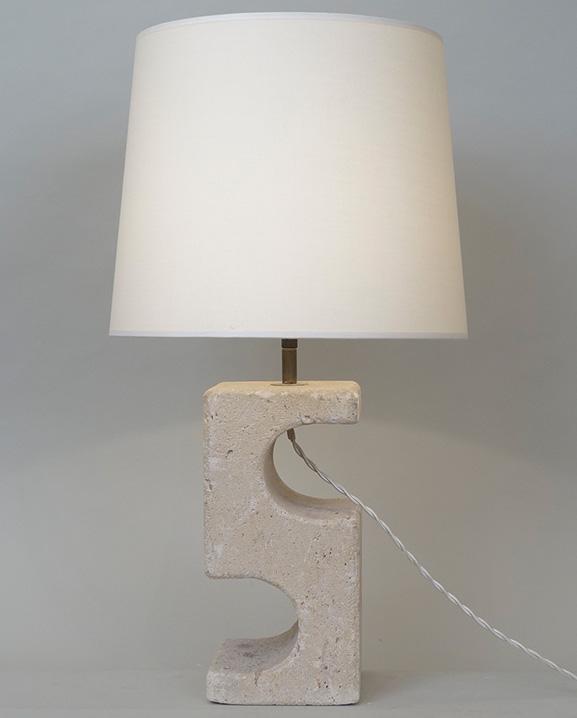 L 491 – Lampe en pierre  Haut 52 cm / 20.5 in