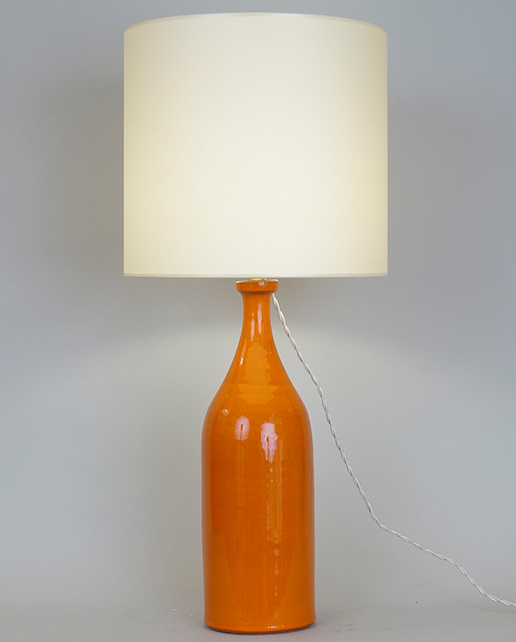 L 493 – Lampe orange   Haut : 63 cm / 24.4 in