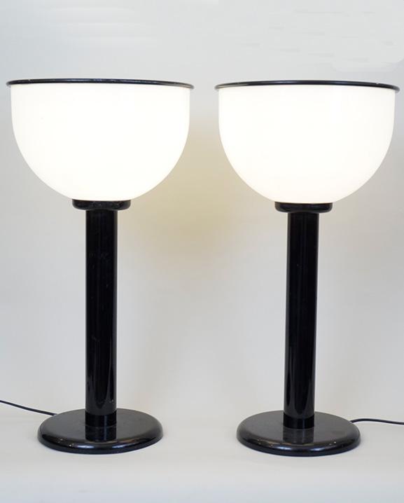 L 552 – Paire de lampes   Haut : 61 cm / 24 in.