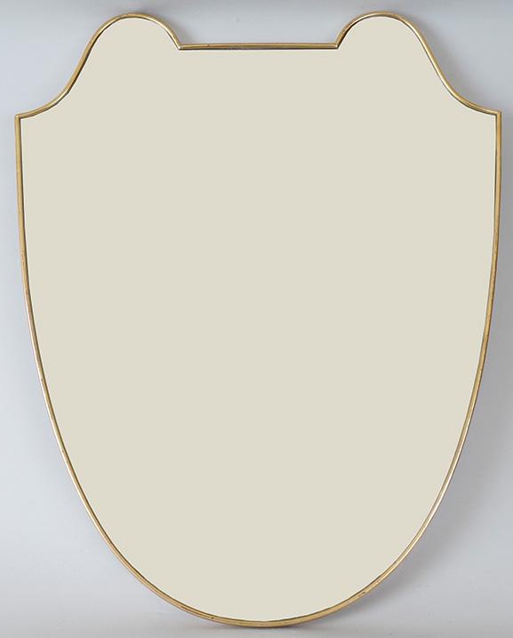 M 268 – Miroir en laiton  Haut : 71cm / 28 in.