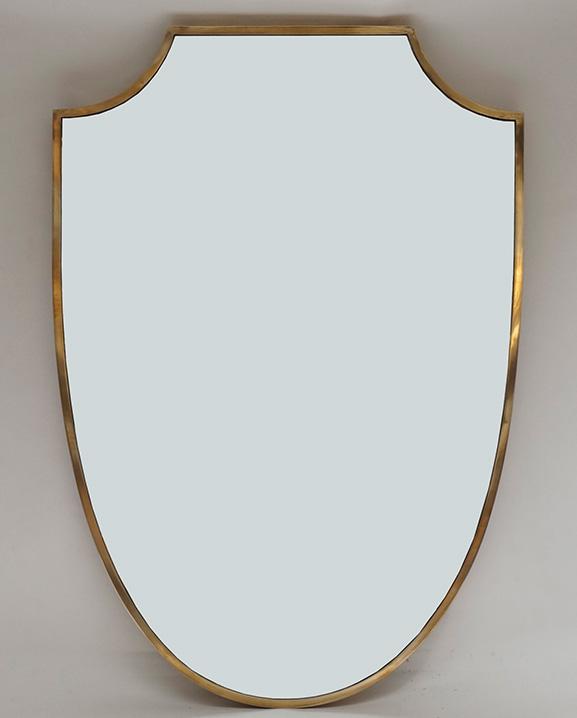 M 272 – Miroir en laiton  Haut : 77 cm / 30.3 in.