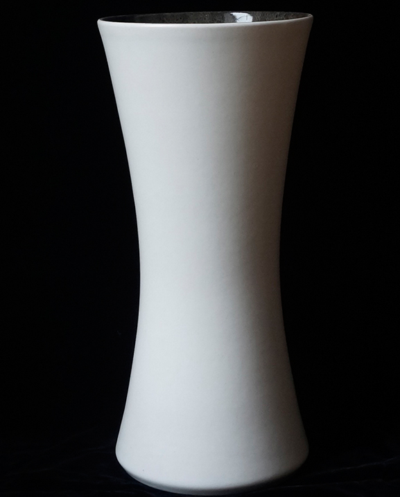 Ob 314 – Vase blanc  Haut : 42 cm / 16.5 in.