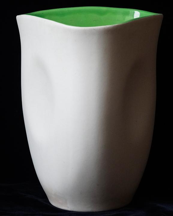 Ob 315 – Vase blanc   Haut : 19 cm / 7.5 in.
