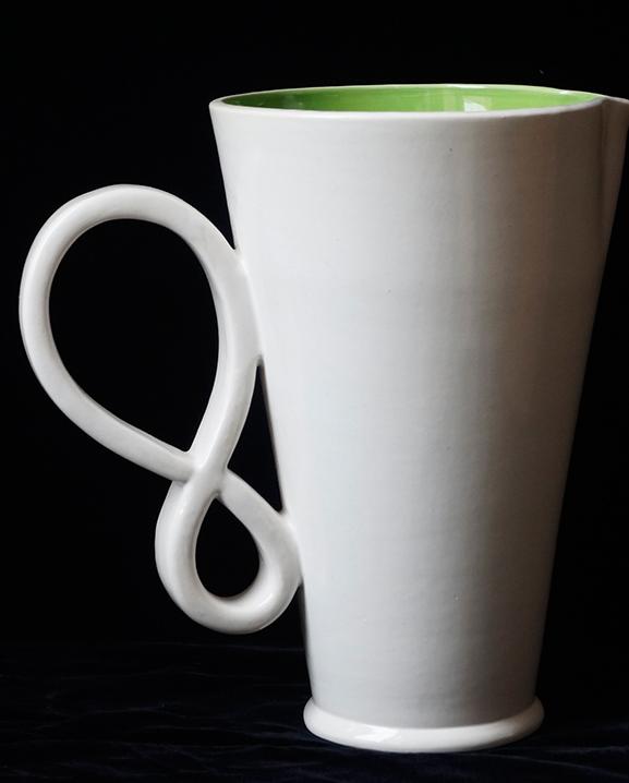 Ob 318 -Carafe blanche   Haut : 24 cm / 9.5 in.