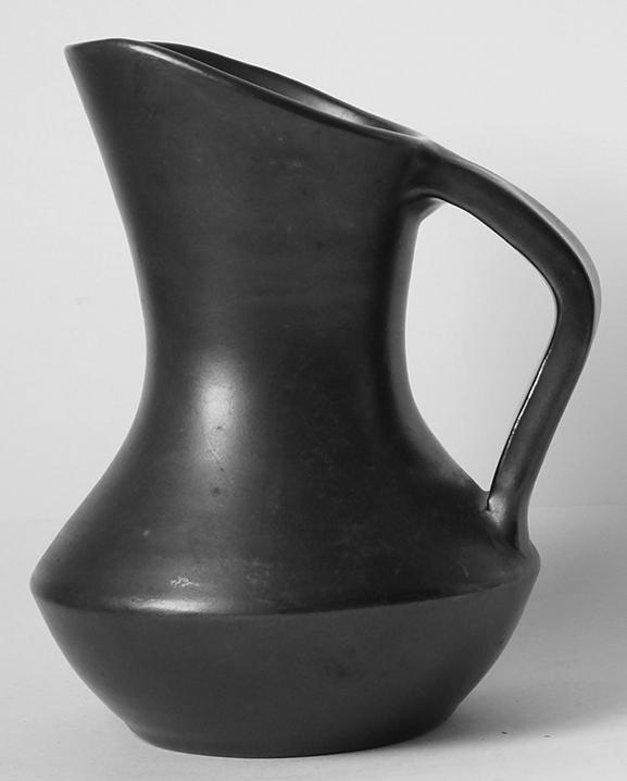 Ob 366 – Carafe noire   Haut : 19 cm / 7.5 in.
