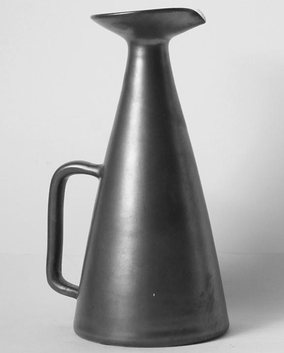 Ob 367 – Carafe noire   Haut : 22 cm / 8.7 in.