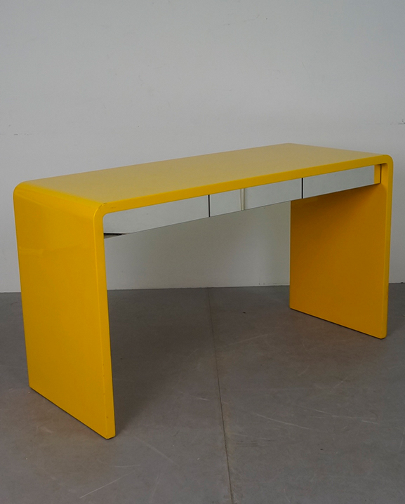 T 35 -Bureau jaune  Long : 130 cm / 51.2 in .