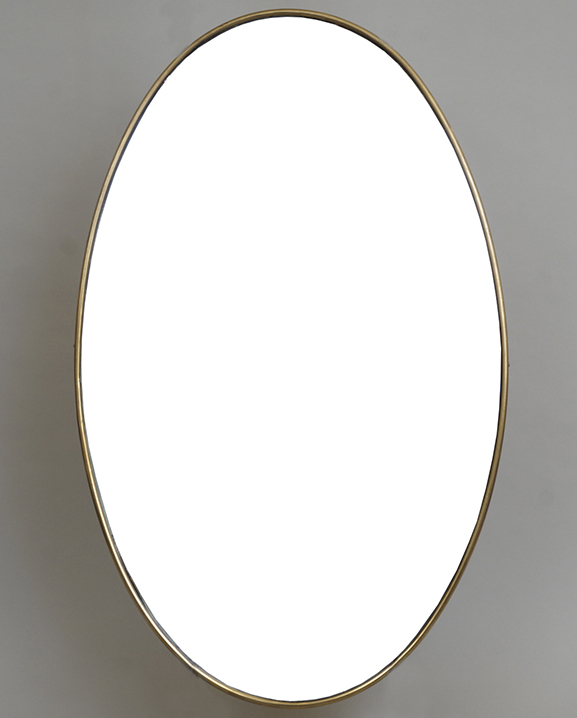 M 309- Miroir ovale en laiton   H : 63 cm L : 39 cm