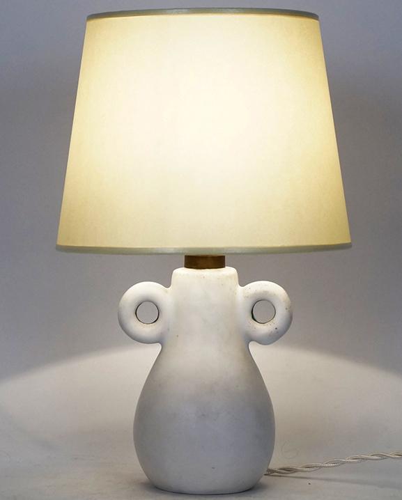 L 397 – Lampe céramique blanche Haut : 29 cm /  11,4 in.