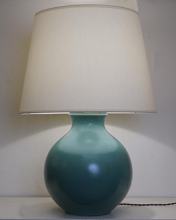 L 720 – Lampe céramique verte Haut : 65 cm /  25,6 in.