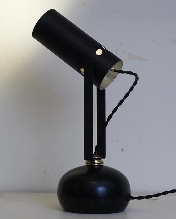L 724- Lampe métal noir. Haut : 28 cm / 11 in.