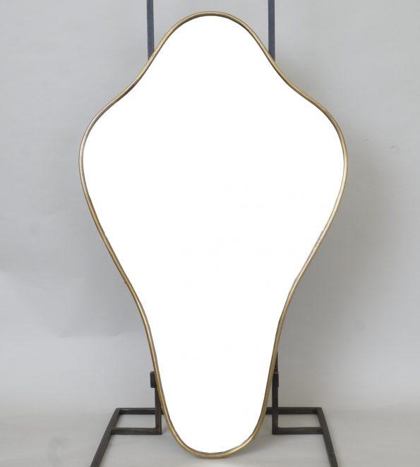 M 317 – Miroir en laiton   H : 69 cm L : 41 cm