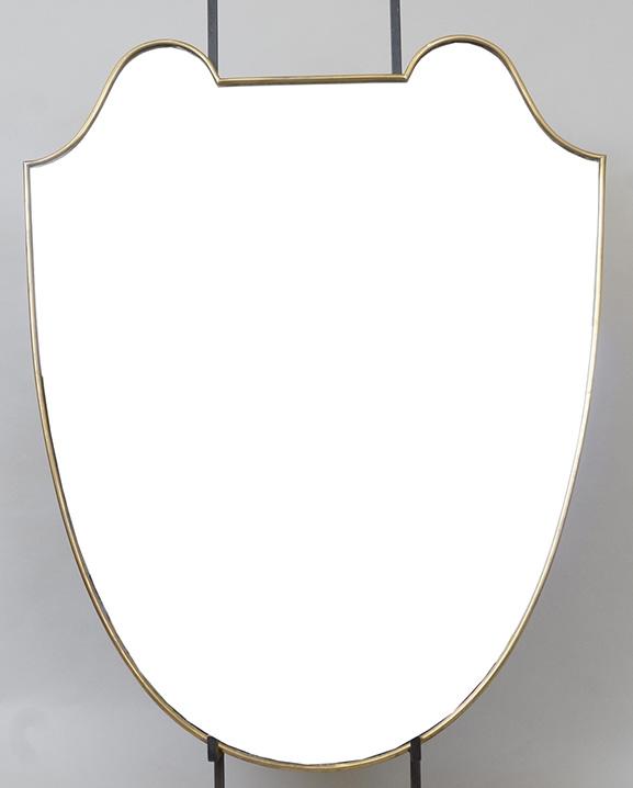 M 325 – Miroir en laiton   H : 71 cm L : 57 cm