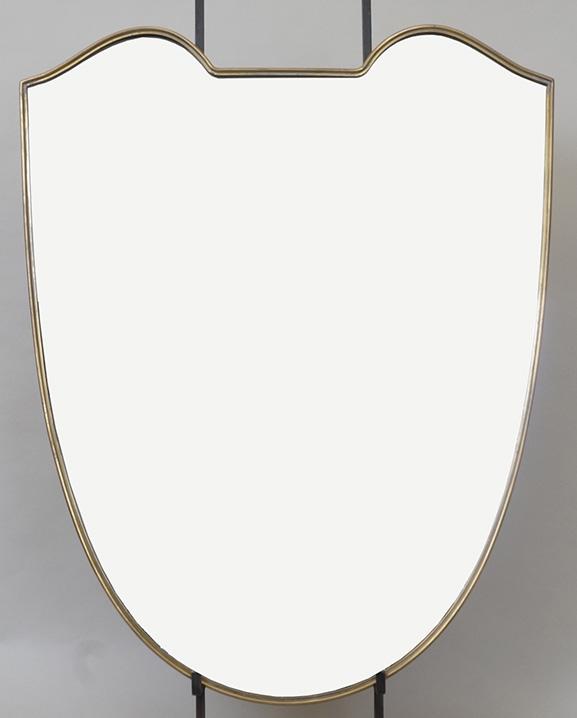 M 328 – Miroir en laiton   H : 73 cm L : 58 cm