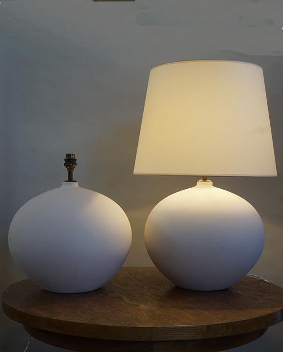 L 748 – Paire de lampes   Haut : 55 cm / 21,7 in.