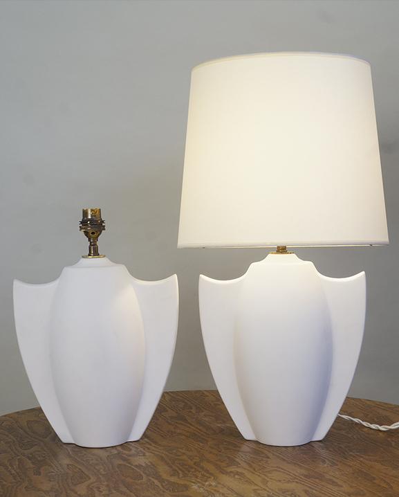 L 751 – Paire de lampes   Haut : 47 cm / 18,5 in.
