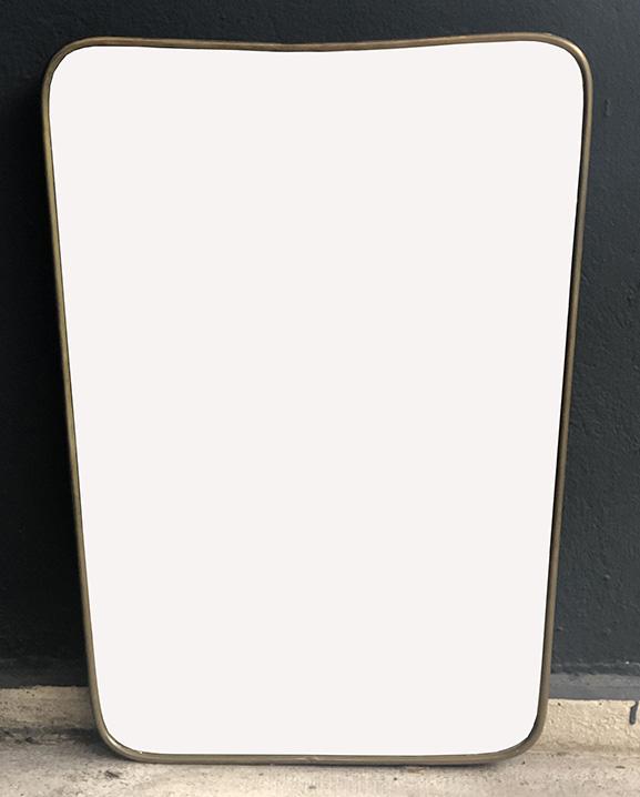 M 351 – Miroir en laiton   H : 59 cm L : 33 cm