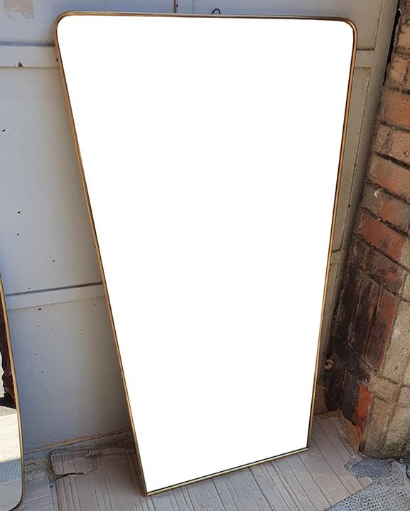 M 357 – Miroir en laiton   H : 113 cm L : 64 cm